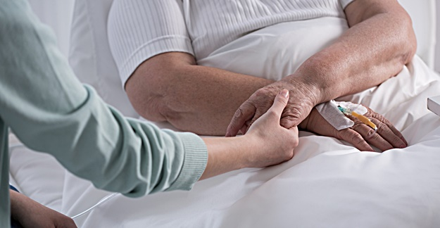 Hospitalized Seniors on Opioids More Likely to Experience Other Health Problems