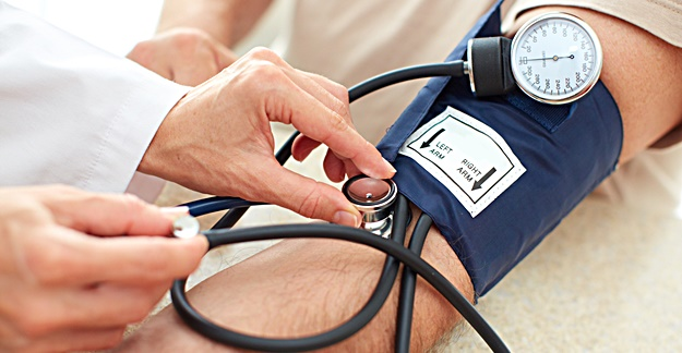 Combining Smaller Doses of Blood Pressure Drugs Lowers Side Effects