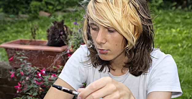 Teens Who Vape More Likely to Smoke Cigarettes